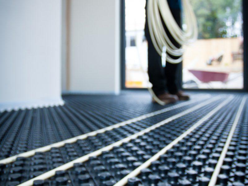 Laying pipe underfloor heating